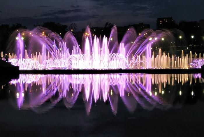 Светомузыкальный фонтан в