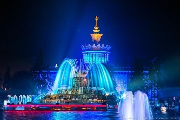 Светомузыкальный фонтан на